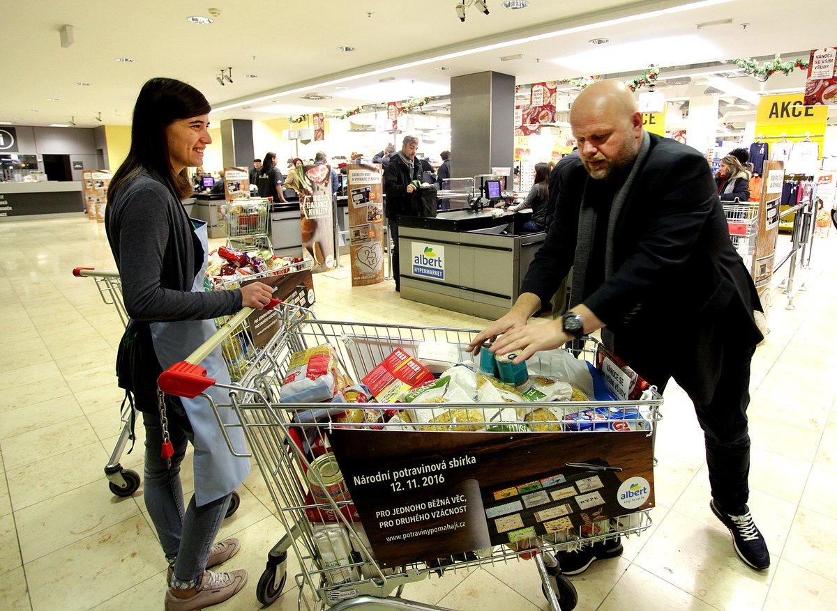Nakupování potravin pro potřebné | Twitter: ByznysProSpolečnost